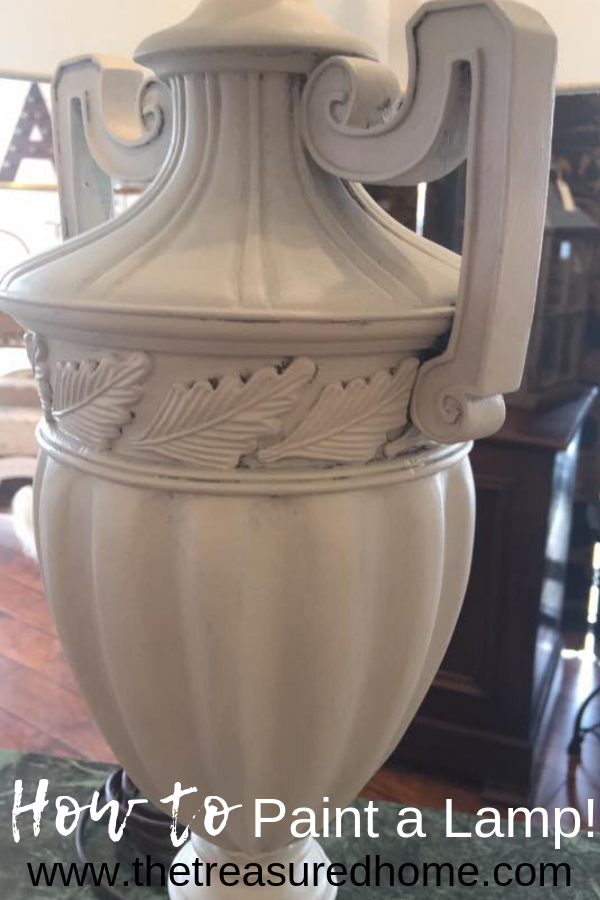Learn how to paint a lamp using Fusion Mineral Paint. Save money by upcycling your old decor! #thetreasuredhome #fusionmineralpaint #howtopaintalamp #upcycling #besthomedecorpaint
